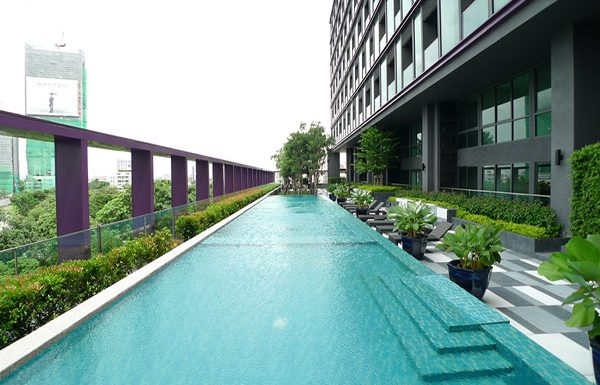 Noble-Remix-Bangkok-condo-swimming-3